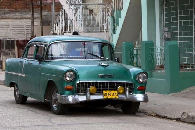 Người dân tìm mọi cách thay thế, sửa chữa, bảo dưỡng để những cỗ xe cổ vẫn bon bon chạy tốt