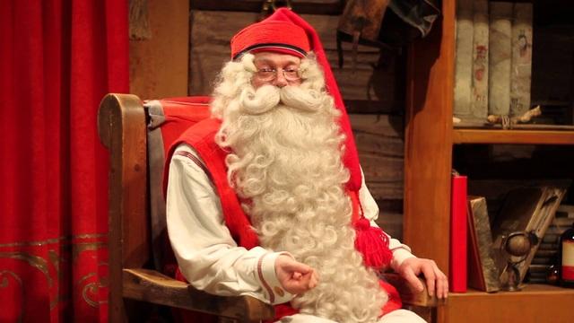 """Ông già Noel ngồi trong """"văn phòng làm việc"""""""