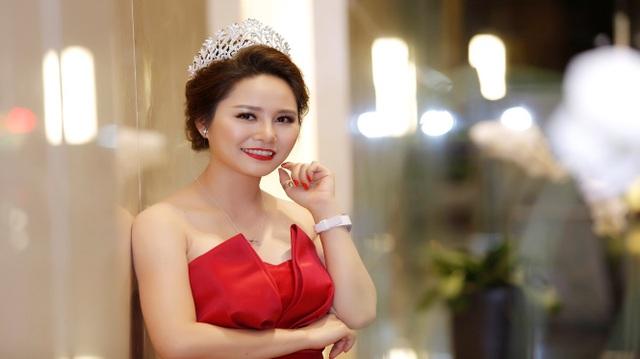 Minh Thảo rạng rỡ trong cuộc thi Hoa hậu Doanh nhân hoàn vũ