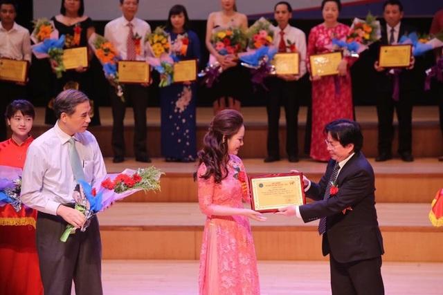 """Minh Thảo được tôn vinh là một trong những doanh nhân xuất sắc trong """"Lễ vinh danh trí thức trẻ Việt Nam tiêu biểu năm 2016''"""