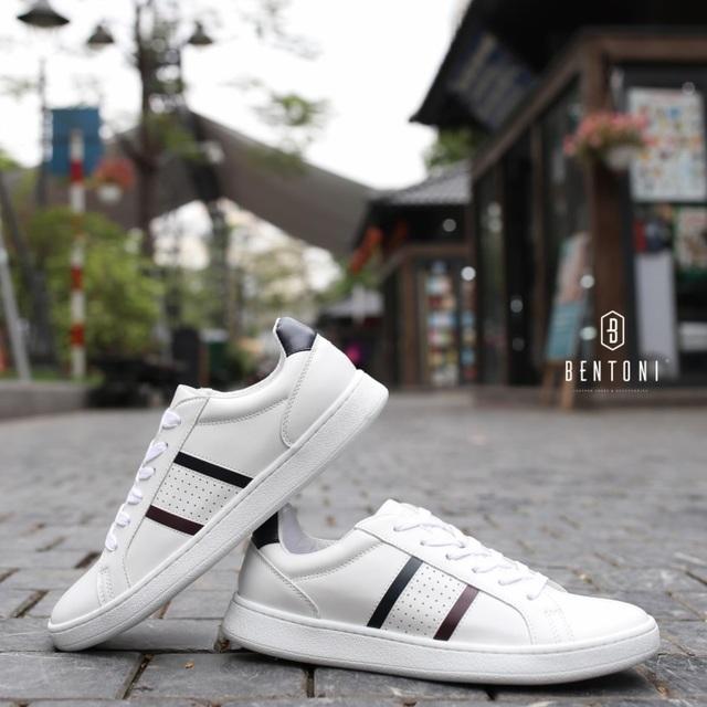 Stripe Sneaker có giá gốc là 720K sale còn 599K
