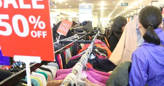 Trong vài năm gần đây, việc tổ chức giảm giá đồng loạt vào dịp mua sắm cuối năm hưởng ứng theo ngày Black Friday của Mỹ và các nước phương Tây dường như đã trở thành thông lệ tại Việt Nam.