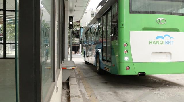 Xe buýt nhanh BRT sẽ đi vào hoạt động từ ngày 31/12, hiện đang được người dân rất quan tâm, kỳ vọng có thêm một lựa chọn phương tiện công cộng tiện lợi.