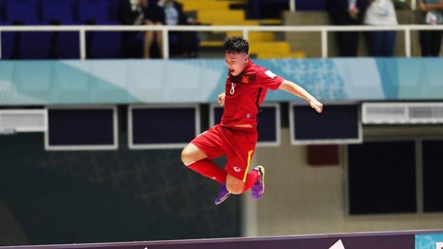 Dù vậy, cả thế giới sẽ không bao giờ quên khoảnh khắc bay bổng này của futsal Việt Nam, của các cầu thủ trong tay HLV Bruno Garcia