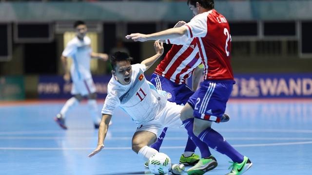 Sau đó 3 ngày, Paraguay đưa đội bóng của HLV Bruno Garcia trở lại mặt đất...