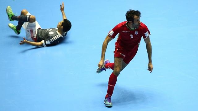 Ở trận tứ kết còn lại trong ngày, Iran thắng Paraguay 4-3 để lần đầu tiên vào bán kết World Cup
