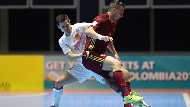 Các cầu thủ Nga luôn chiếm thế chủ động trước Tây Ban Nha