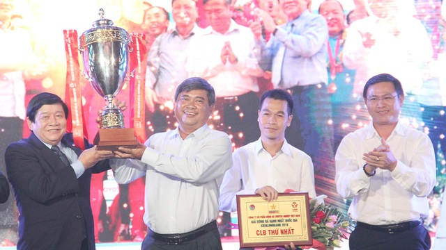 CLB TPHCM giành ngôi vô địch giải hạng Nhất, đồng nghĩa với chiếc vé thăng lên V-League