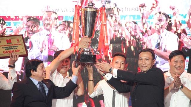 Than Quảng Ninh nhận cúp quốc gia, chiếc cúp đầu tiên trong lịch sử CLB vùng mỏ