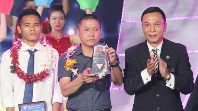 HLV xuất sắc nhất mùa giải là HLV Chu Đình Nghiêm (Hà Nội T&T)