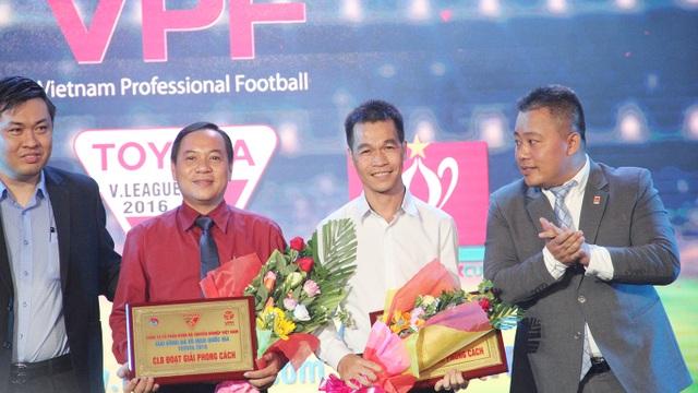 2 đội bóng nhận giải fair-play năm nay: Khánh Hoà thuộc V-League và CLB TPHCM ở giải hạng Nhất