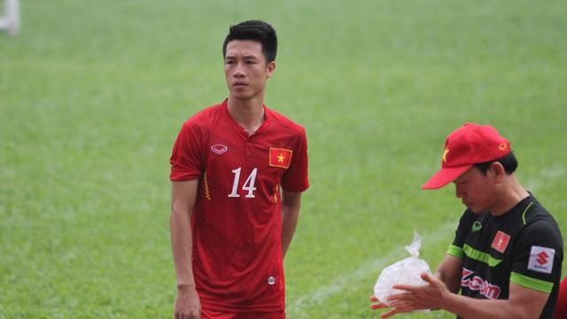 Huy Hùng gần như sẽ vắng mặt trong trận đấu giữa đội tuyển Việt Nam và CHDCND Triều Tiên (ảnh: Trọng Vũ)