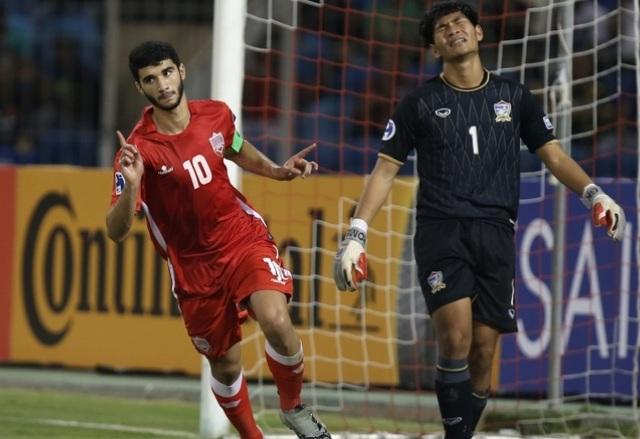 ... nhưng sự kém cỏi của thủ thành Nareechan khiến Thái Lan nhận 3 bàn thua