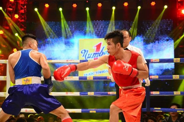 Trần Văn Thảo (áo đỏ) vô địch hạng 52kg nam