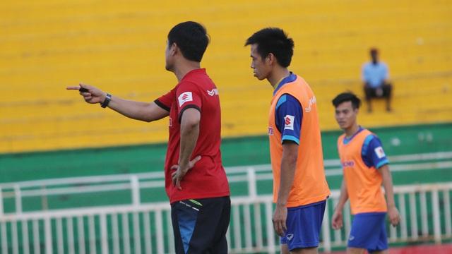 Đội tuyển Việt Nam tranh thủ tập luyện trước khi lên đường tham dự AFF Cup 2016 - 10