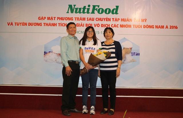 NutiFood thưởng 2000 USD cho cô trò Phương Trâm sau giải vô địch nhóm tuổi Đông Nam Á - 4