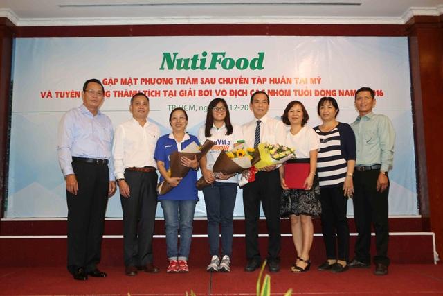 NutiFood thưởng 2000 USD cho cô trò Phương Trâm sau giải vô địch nhóm tuổi Đông Nam Á - 2