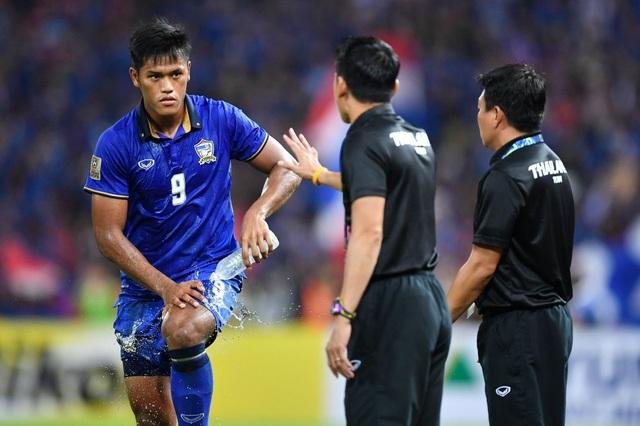 Sự từ tốn trong cách chơi mà HLV Kiatisuk chọn lựa giúp các cầu thủ Thái Lan không phạm các sai lầm theo kiểu... tự sát