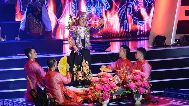 Xuân Hinh múa hầu đồng khiến khán giả choáng ngợp - 13