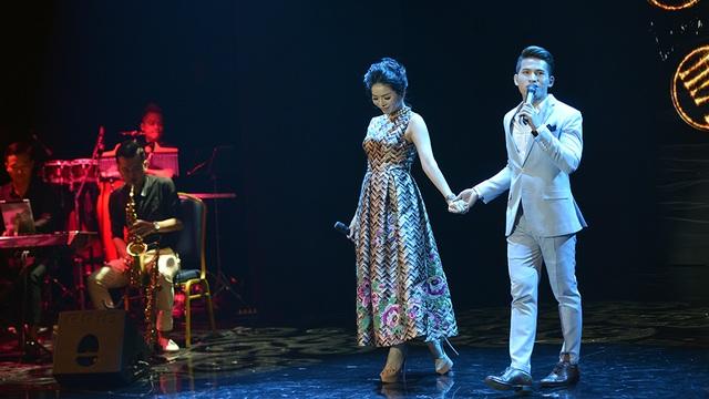 Quốc Thiên là nam ca sĩ khách mời trong liveshow Duyên phận của Lệ Quyên.