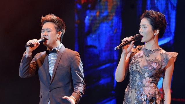 Ngoài Quốc Thiên, Lệ Quyên còn song ca cùng Lê Hiếu ca khúc Con đường màu xanh.