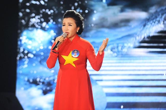 Thí sinh Giàng Thị Hoa, diễn viên Đoàn Văn công quân khu I lọt vòng chung kết Giọng hát hay Hà Nội 2016.