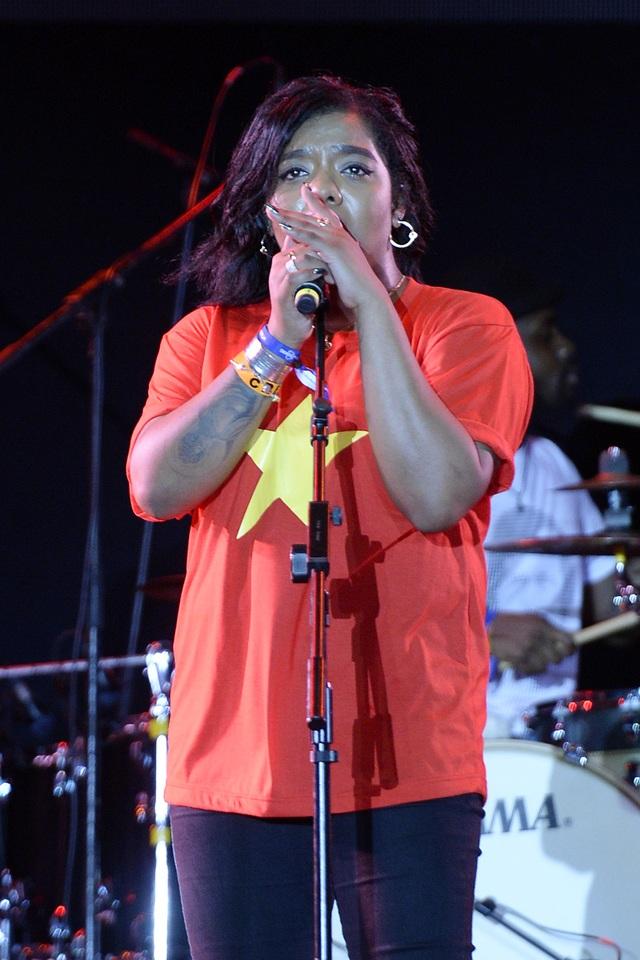 Diva Thanh Lam phấn khích cổ vũ hết mình cho Tùng Dương - 14