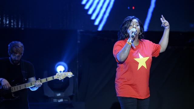 Diva Thanh Lam phấn khích cổ vũ hết mình cho Tùng Dương - 13