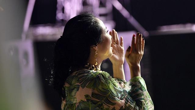 Diva Thanh Lam phấn khích cổ vũ hết mình cho Tùng Dương - 4