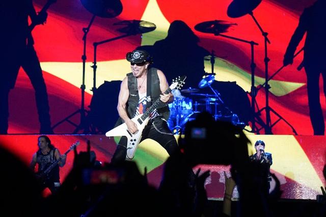 Giấc mơ về màn biểu diễn của huyền thoại rock đã thành hiện thực… - 3