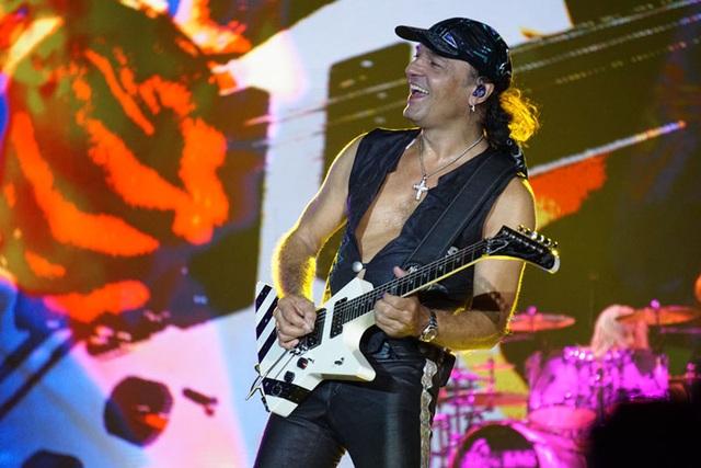 Giấc mơ về màn biểu diễn của huyền thoại rock đã thành hiện thực… - 4