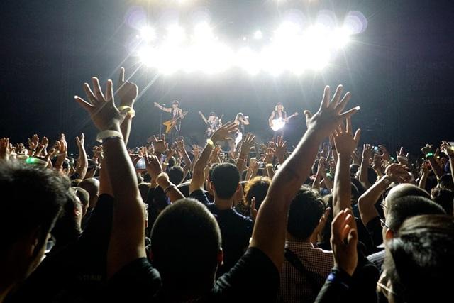 Hơn 10 nghìn khán giả có mặt tại Hoàng Thành bị cuốn theo những giai điệu rock từ hoang dại, cuồng nhiệt đến ngọt ngào, sâu lắng… của Scorpions. Những khán giả trung niên có dịp hồi tưởng lại thời tuổi trẻ đầy nhiệt huyết của mình với những giai điệu của nhóm nhạc mình đã hâm mộ vài chục năm. Những khán giả trẻ cũng hòa giọng theo những ca sĩ đáng tuổi cha chú mình trên sân khấu. Giấc mơ về màn biểu diễn bùng nổ của ban nhạc rock huyền thoại đã trở thành hiện thực...