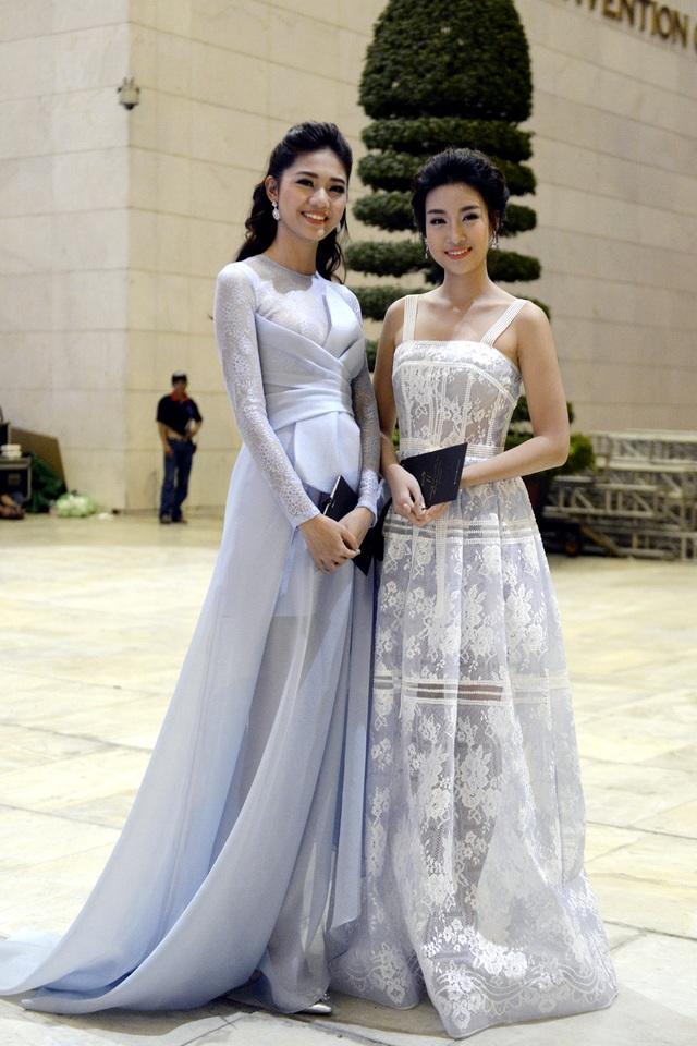 Hoa hậu Mỹ Linh, Á hậu Thanh Tú khoe vẻ đẹp dịu dàng, thanh khiết - 4