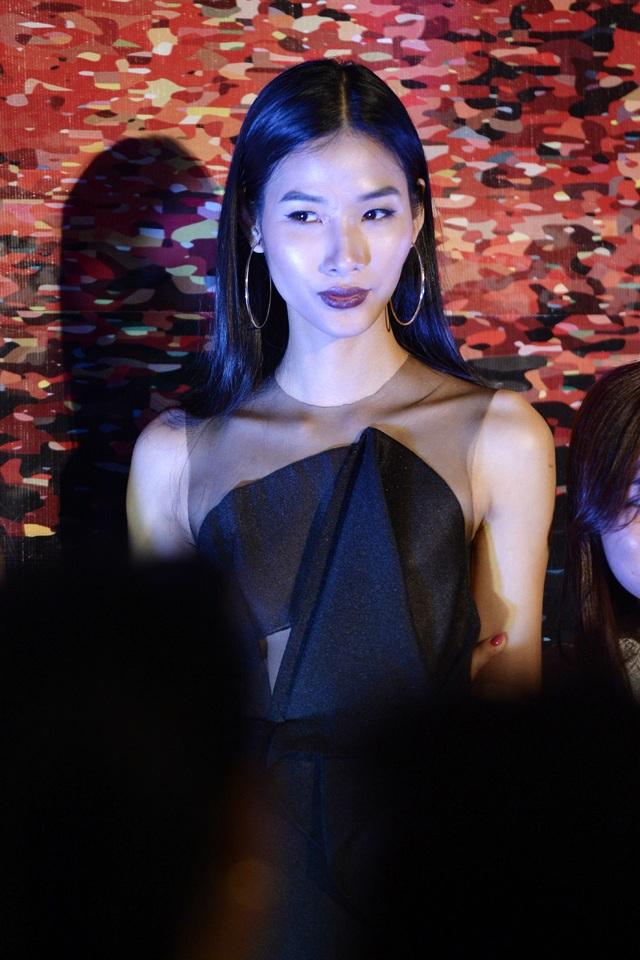 Tham dự sự kiện thời trang này, còn có người mẫu Hoàng Thùy.