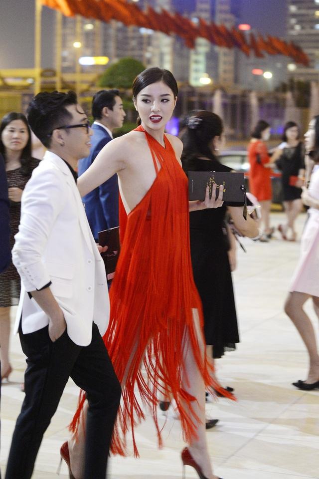 """Hoa hậu Kỳ Duyên mặc """"hở bạo"""" khi dự sự kiện thời trang - 4"""