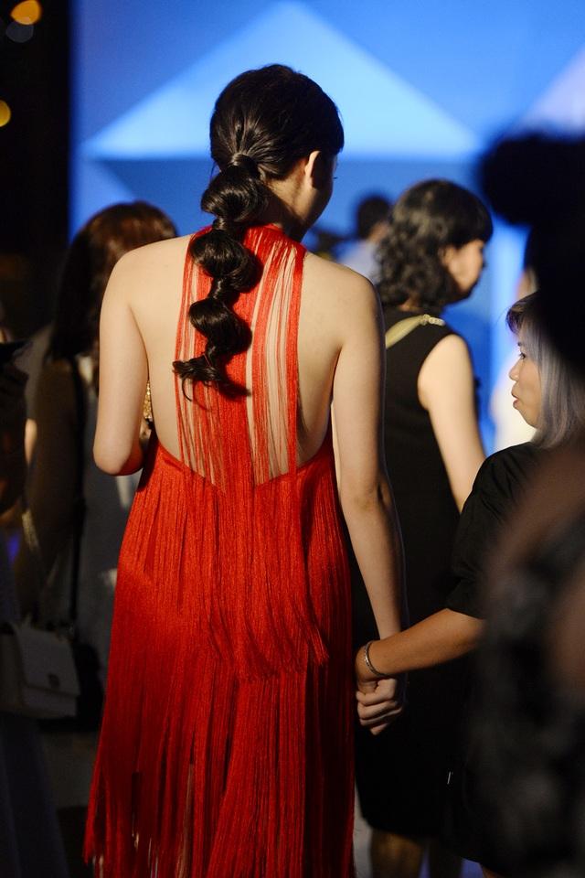 """Hoa hậu Kỳ Duyên mặc """"hở bạo"""" khi dự sự kiện thời trang - 7"""