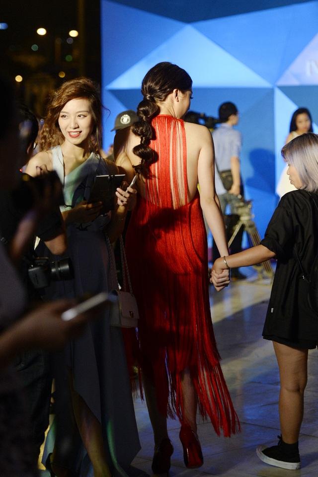 """Hoa hậu Kỳ Duyên mặc """"hở bạo"""" khi dự sự kiện thời trang - 6"""