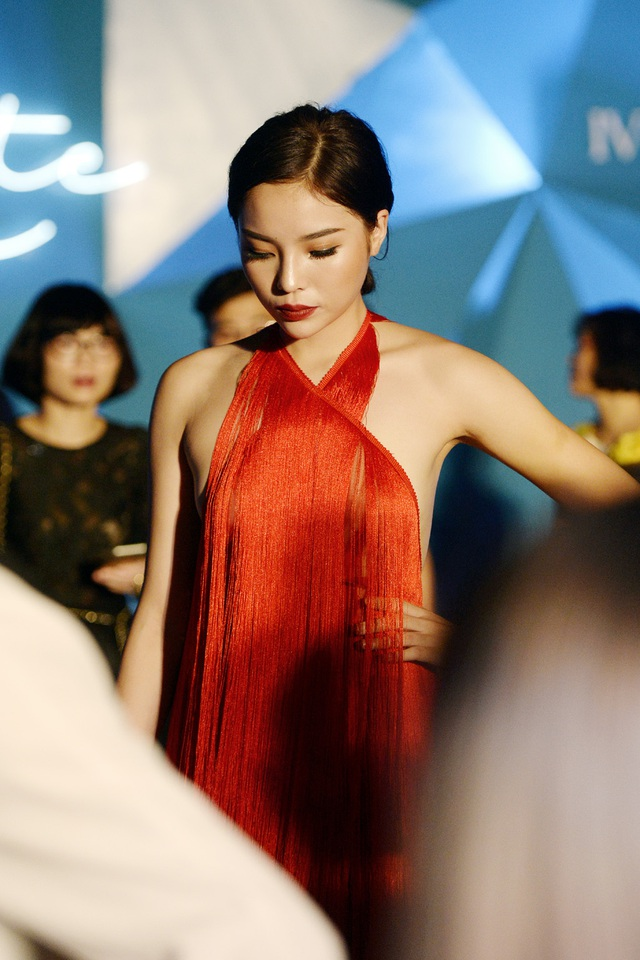 """Hoa hậu Kỳ Duyên mặc """"hở bạo"""" khi dự sự kiện thời trang - 9"""