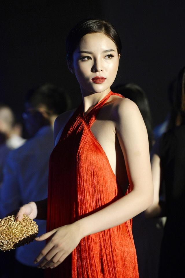 """Hoa hậu Kỳ Duyên mặc """"hở bạo"""" khi dự sự kiện thời trang - 12"""