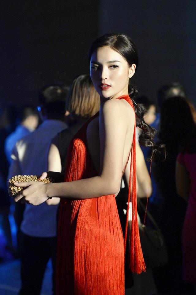 """Hoa hậu Kỳ Duyên mặc """"hở bạo"""" khi dự sự kiện thời trang - 11"""
