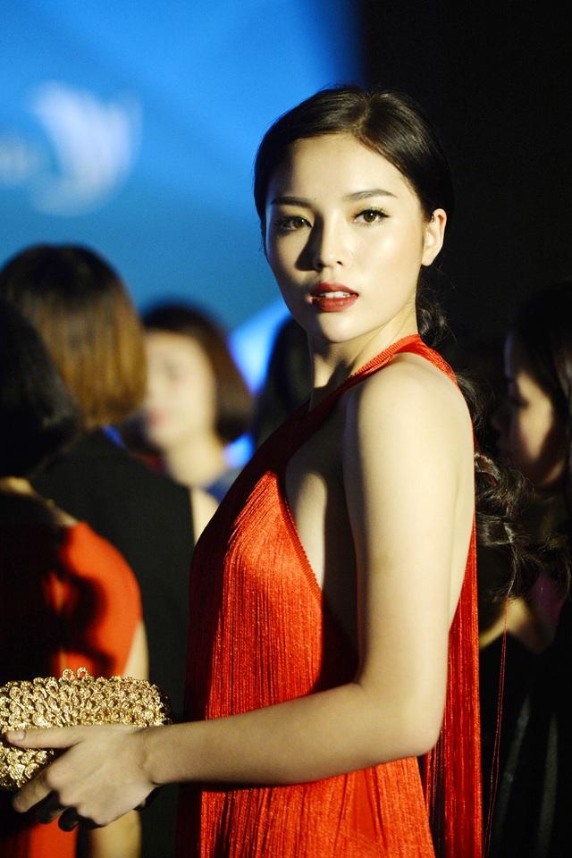 """Hoa hậu Kỳ Duyên mặc """"hở bạo"""" khi dự sự kiện thời trang - 13"""