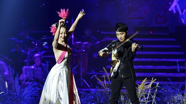 Trước đêm diễn, Hoàng Rob từng chia sẻ Linh Nga là nghệ sĩ rất khó tính và đòi hỏi cao trong công việc. Việc mời được Linh Nga biểu diễn trong đêm nhạc không phải là điều dễ dàng....