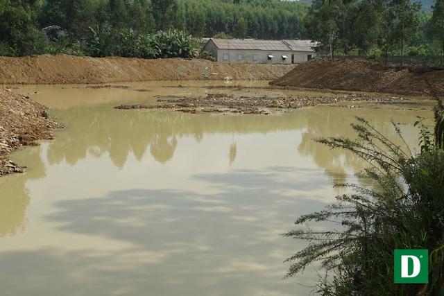 Một địa điểm đã hình thành hồ ao.
