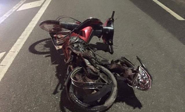 Hiện trường vụ tai nạn trong đêm khiến 2 người Việt Nam tại Lào tử vong.
