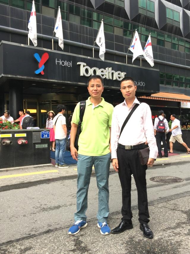 Ths Nguyễn Hữu Bắc (bên phải) xúc tiến thị trường Du lịch tại Hàn Quốc.