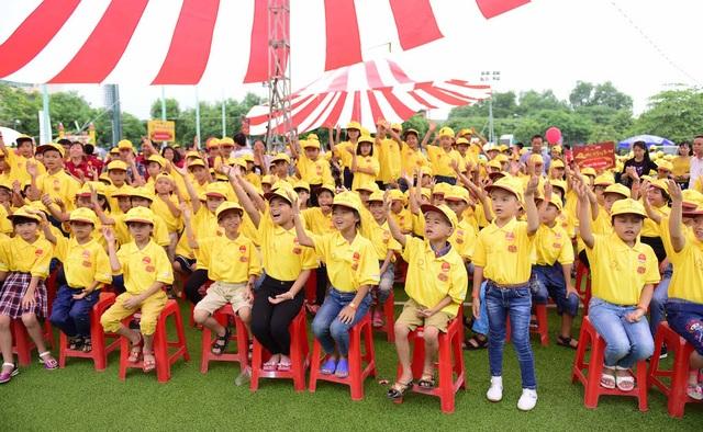 """Hơn 1000 trẻ em có hoàn cảnh đặc biệt tham gia chương trình """"Mái ấm gia đình Việt - Đêm hội Trung thu 2016"""" tại Nghệ An."""