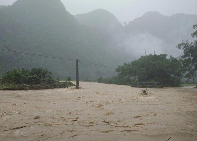 Địa bàn huyện biên giới Quế Phong ngập chìm trong nước.