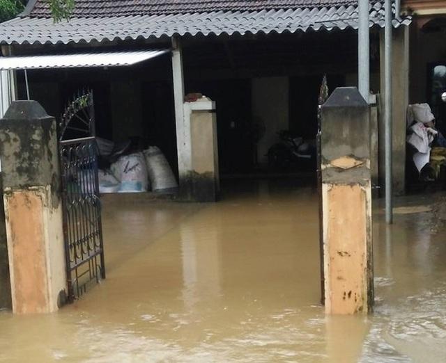 Nhà dân ở huyện Quỳ Châu ngập lụt.