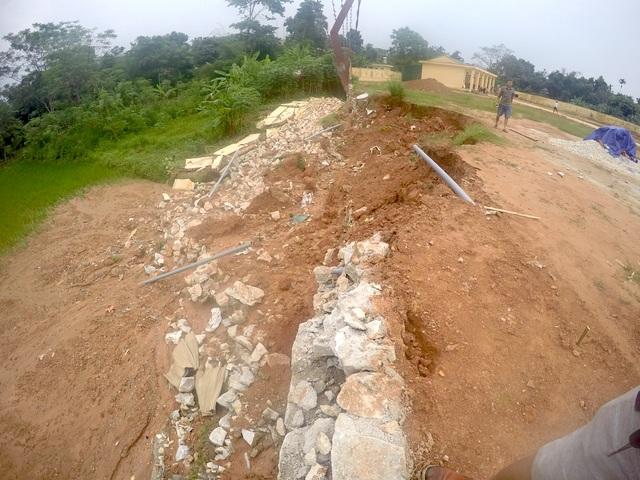 Người dân nghi ngờ công trình đã bị bớt xén.