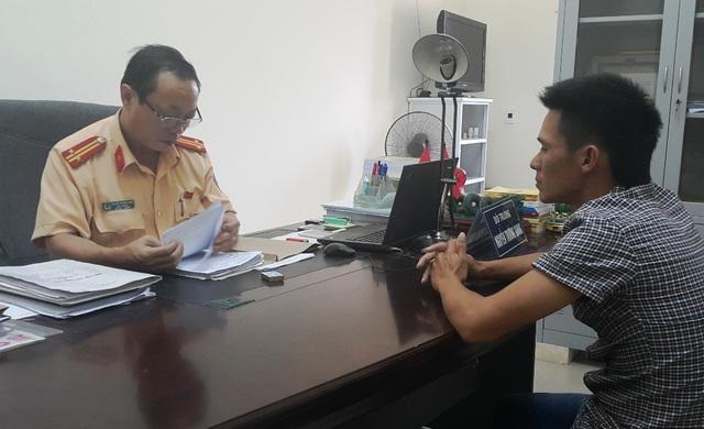 Tài xế Tuấn trình diện với công an tỉnh Nghệ An vào sáng 3/10.